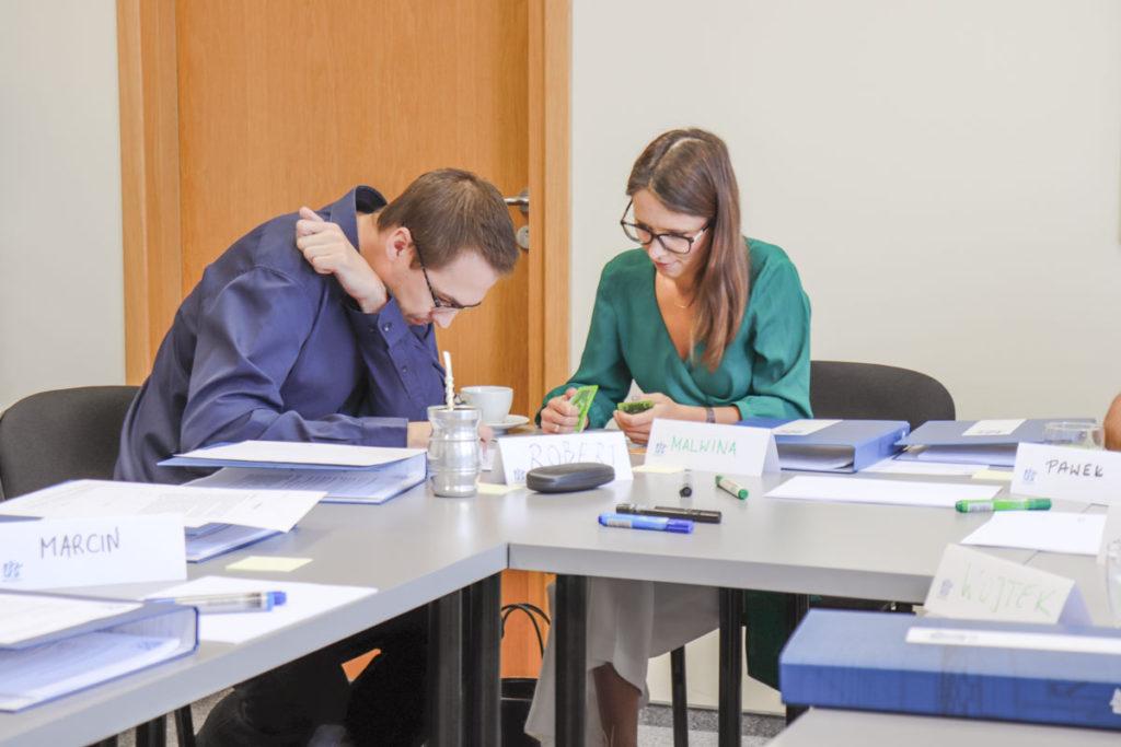 Uczestnicy szkolenia Kompetencje Menedżerskie w trakcie ćwiczenia szkoleniowego