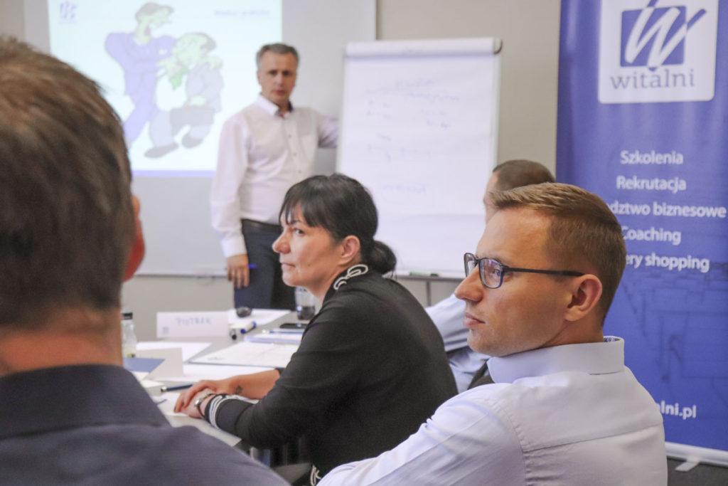 Trener Leszek z uczestnikami szkolenia