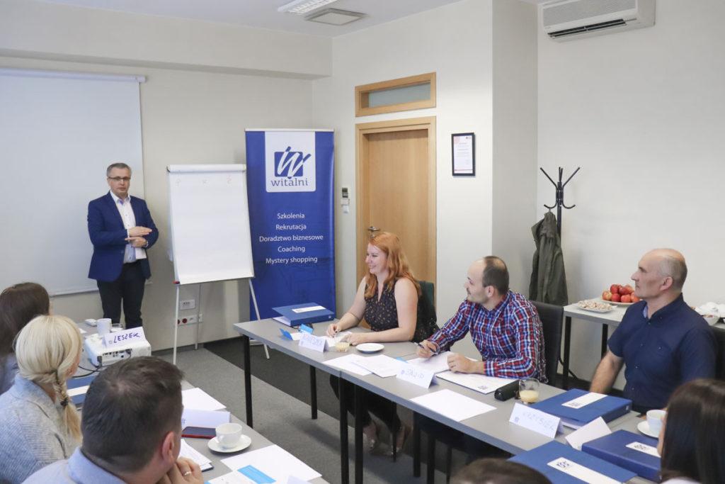 Trener Leszek i uczestnicy szkolenia Mistrz Sprzedaży