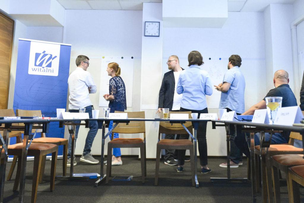 Widok na salę oraz uczestników szkolenia prowadzonego przez Trenera Małgorzatę Wojciechowską