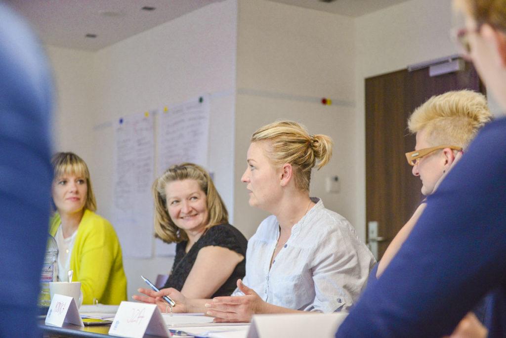 Uczestnicy szkolenia w trakcie omawiania zagadnień