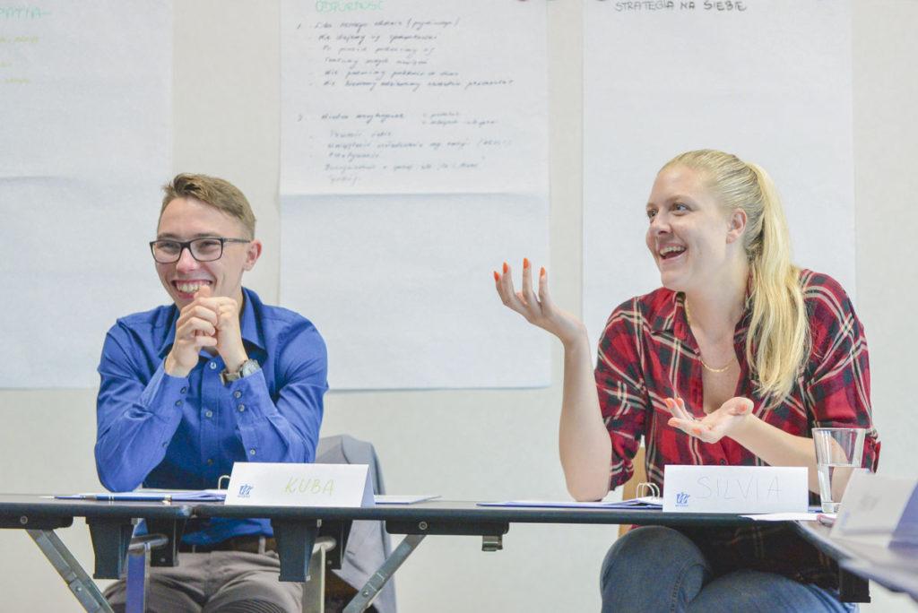 Uczestnicy szkolenia omawiają cechy wymagającego Klienta