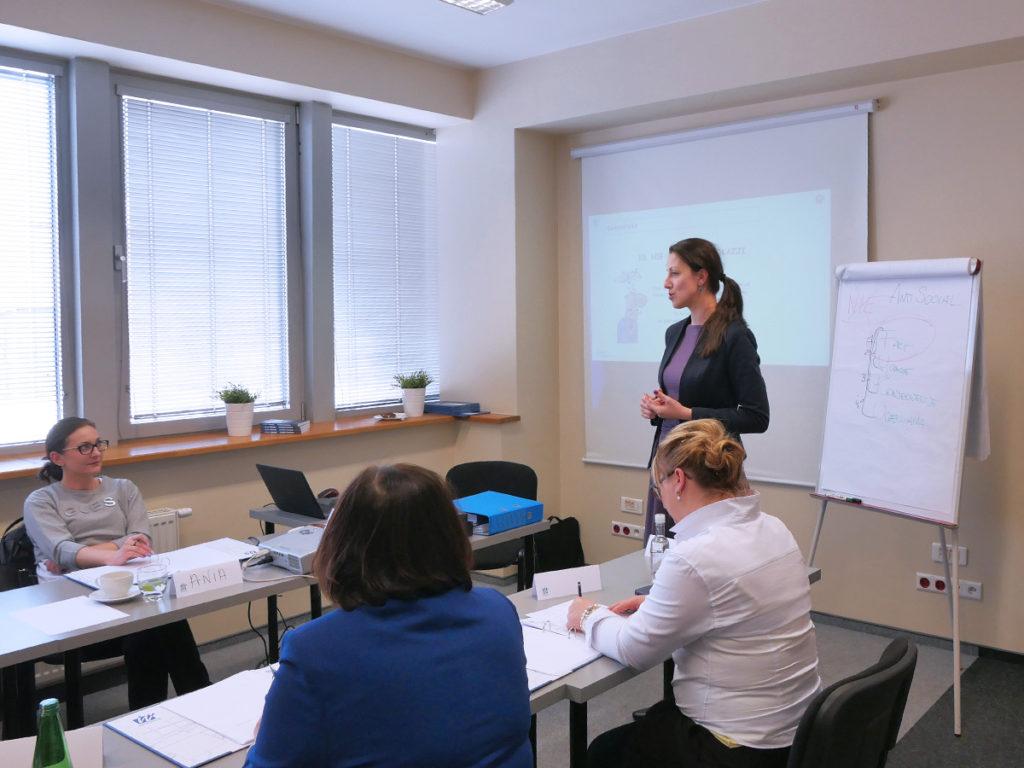 Ćwiczenie na szkoleniu z zarządzania stresem